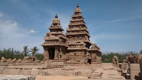 Mahabalipuram has got a group of religious monuments from the 7th and 8th century. This is situated in the coastal resort town of Mamallapuram, Tamil Nadu.